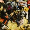 Втомлені люди сплять у колонній залі КМДА, 8 грудня 2013 року. Автор: Filip Singer, EPA