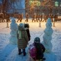 Діти дивляться вслід за бійцями Беркуту у центрі Києва, 7 грудня 2013 року. Автор: Михайло Петях