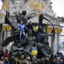 Учасники протестів на статуї засновникам Києва, 1 грудня 2013 року. Автор: Стоян Ненов, Reuters