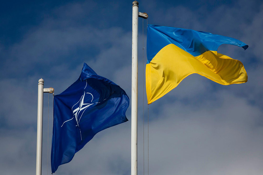 Порошенко підписав закон про пріоритетність вступу до НАТО