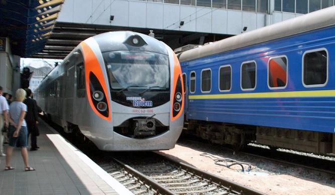 «Укрзалізниця» збільшить число залізничних квитків